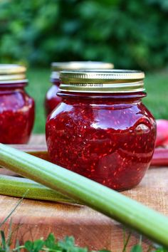 Vadelma-raparperihillo | Suklaapossu Just Eat It, Canning Recipes, Preserves, A Table, A Food, Mason Jars, Veggies, Sweets, Baking