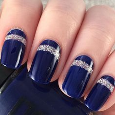 Get classic with this midnight blue nail art design. On top are thick linings of silver glitter nail that compliments beautifully with the midnight blue background. Blue Wedding Nails, Wedding Nails Design, Dark Nails, Blue Nails, Silver Glitter, Glitter Nails, Red White Blue, Dark Blue, Trendy Nails