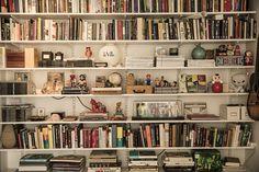 Elfa book shelf - Home of Klara Svensson - The Way We Play Colorful Interior Design, Colorful Interiors, Vintage Bookshelf, My New Room, Home Interior, My Dream Home, Home Projects, Decoration, Bookshelves