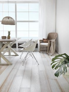 Relaxed luxurious Southampton style with Oak BEACH HOUSE WHITE, brushed matt lacquered. Always unique floor!