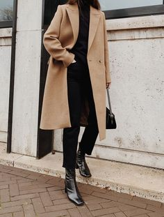 Long Coat Outfit, Camel Coat Outfit, Camel Outfits, Brown Wool Coat, Long Wool Coat, Wool Camel Coat, Long Beige Coat, Long Coats, Winter Coats Women