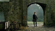 "Jamie Fraser (Sam Heughan) in Episode 213 ""Dragonfly In Amber"" Outlander Season… Claire Fraser, Jamie Fraser, Outlander Gifs, Outlander Season 2, Outlander Book Series, Outlander 2016, Outlander Funny, Diana Gabaldon Outlander Series, Travel"