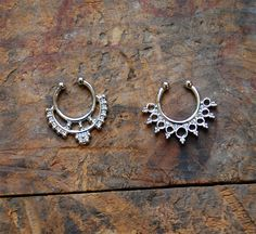 Super cool tiny gold tribal faux septum ring set. Two pieces! Great way to have a fake nose piercing without the pain! Cute for festivals this summer!