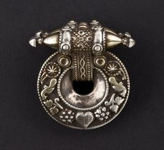 India | 'Akota' earring worn by the Rabari, Ahir and Bhavard peoples and the rural communities of Gujarat and Saurashtra | ca. 1st half of 20th century,   Gujarat - Saurashtra, northwest India