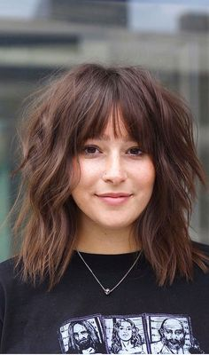 39. Edgy and modern lob haircut Lob haircuts are one of the must-have hairstyles for the year. Here is a trendy version of the... Medium Hair Cuts, Short Hair Cuts, Medium Hair Styles, Short Hair Styles, Curly Shag Haircut, Lob Haircut, Shag Hair Cut, Chic Haircut, Medium Shag Hairstyles