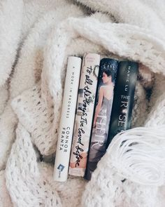 Bookstagram layout ideas - Photography Books - Ideas of Photography Books - Bookstagram layout ideas Ya Books, I Love Books, Books To Read, Reading Slump, Reading Time, Reading Lists, Book Instagram, Layout, World Of Books