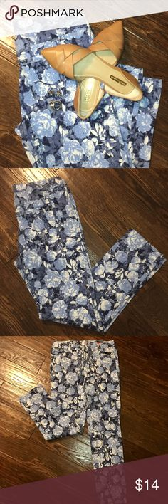 STYLE & CO Jeans - floral skinny pants Pre-loved. Five pocket pants. Floral print. Shades of blue and white. Runs big. Spring is around the corner! Style & Co Pants Skinny