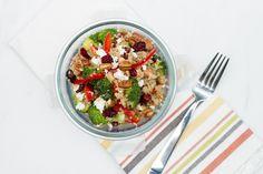 Salade de quinoa, brocoli, feta et canneberge! 457 calories / 66 g glucides / 20 g protéines / 14 g lipides / 6 g fibres