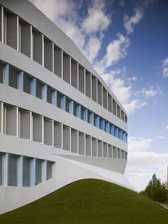 HOW IT'S MADE:ZVE FRAUNHOFER INSTITUTE with stories by UNStudio, TRILUX GmbH & Co. KG and aeris