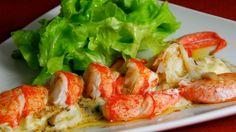Receta | Ensalada de bogavante y vinagreta de coral - canalcocina.es Shrimp, Coral, Meat, Food, Fish Recipes, Seafood, Healthy Recipes, Appetizers, Cooking
