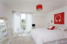 quarto casal branco e vermelho: