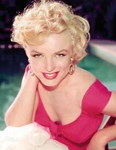 vintage everyday: 38 Rare Color Photos of 'Smiling' Marilyn Monroe That You May Have Never Seen Before Fotos Marilyn Monroe, Estilo Marilyn Monroe, Marilyn Monroe Portrait, Marilyn Monroe Quotes, Divas, Norma Jeane, Brigitte Bardot, Classic Beauty, Hollywood Actresses