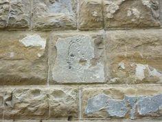 Sur les murs du Palazzo Vecchio à Florence. Un dessin dans la pierre que Michel-Ange aurait gravé alors qu'il participait à une conversation. Je vais replonger dans mes archives pour retrouver l'histoire ou la légende originale :)