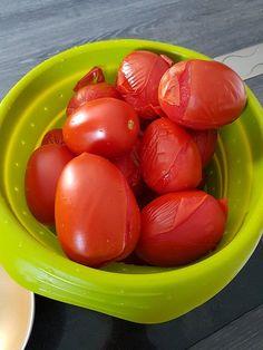 Conserves de sauce tomate maison | Audrey Cuisine Vegetable Recipes, Sauces, Plum, Vegetables, Olives, Bae, Food, Cooking Recipes, Fruits And Veggies
