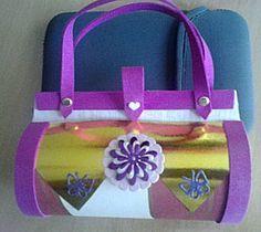 Knutselwerkje Kokertasje cadeau van knutselidee.nl uit de categorie Verjaardag Valentine Box, Santa Gifts, Homemade Gifts, Projects To Try, Gift Wrapping, Diy Crafts, Kids, Boxes, Infant Crafts
