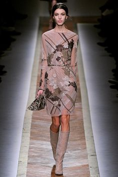 Valentino Fall 2011 Ready-to-Wear Fashion Show Collection