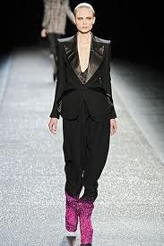 Resultados de la Búsqueda de imágenes de Google de http://www.femeninas.com/images/Desfiles-Moda-Paris/nina%2520ricci/blazer-cuello-smoking-pantalon-babucha-Nina-Ricci-19.jpg