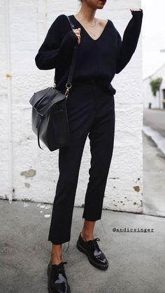 Hot to style a casual all black outfit for work for women. How to style black brogues and jeans for a casual work day. Mode Outfits, Casual Outfits, Fashion Outfits, Fashion Boots, Fashion Fashion, Brogues Womens Outfit, Black Brogues Outfit, Black Trousers Outfit Work, All Black Outfits For Women