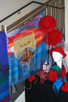 Ausstellung zum Tag der offenen Tür in Höxter....Ursula Pauly felt hat clothing silkpainting scarf