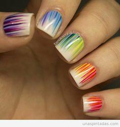 Diseño de uñas en arcoiris muy original