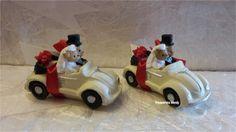 Een Volkswagen kever Cabrio met beertjes erin. Aan de achterkant zit een gevulde tule. Keuze uit bordeaux, crème en rode kevertjes.