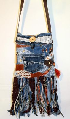I love Jeans ! And much more I love to sew my own personal Jeans. Next Jeans Sew Along I am likely to disclose Artisanats Denim, Denim Purse, Denim And Lace, Hippie Purse, Hippie Bags, Boho Bags, Fringe Handbags, Denim Handbags, Fringe Bags
