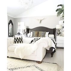neutral but bold and beautiful bedroom with Beni Ourain rug, leather studded bed, brass longhorn skull, and black and white accents- - Modern Bedroom Suites, Spring Home, New Room, Room Mom, Girl Room, Beautiful Bedrooms, Dream Bedroom, House Design, Bed Design