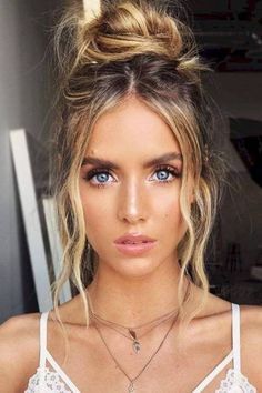 Simple Wavy High Buns ❤️ You will definitely need some ideas of easy hairstyles to have the most exciting and relaxing spring break. Save your time and look cool with our ideas. ❤️ summer hair styles 33 Easy Hairstyles for This Spring Break Braided Hairstyles, Wedding Hairstyles, Hairstyles Haircuts, Glamorous Hairstyles, Spring Hairstyles, Hairstyles Wavy Hair, Hairstyle Ideas, Hairstyle Short, Anime Hairstyles