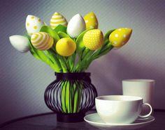 Bukiet składający się  z 12 tulipanów  W skład którego wchodzą ;  2szt białe 2szt żółte  2szt żółte w białe kropeczki  2szt żółte w białe kropki 2szt biało żółte pasy  2szt białe w żółte... Raj, Decor, Floral Arrangements, Thanks, Decorating, Dekoration, Deco, Decorations, Deck