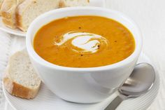 Warm and creamy pumpkin soup. This pumpkin soup is easy to make but still rich in flavor. It will warn you up on any chilly autumn day. Pumpkin Sweet Potato Soup, Pumpkin Curry Soup, Creamy Pumpkin Soup, Carrot Soup, Pumpkin Puree, Butternut Soup, Spiced Pumpkin, Butternut Squash, Slow Cooker Recipes