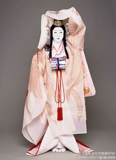 Beautiful, elegant with its own National Flavour. Posted by Sifu Derek Frearson Japanese Costume, Japanese Kimono, Traditional Fashion, Traditional Dresses, Heian Era, Heian Period, Space Fashion, Turning Japanese, Asian Doll