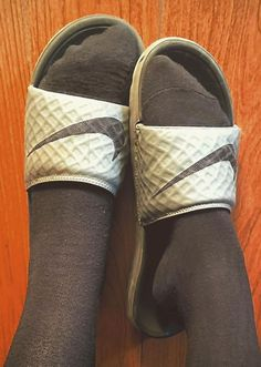Slide Sandals, Toms, Sneakers, Fashion, Sandals, Tennis, Moda, Slippers, Fashion Styles