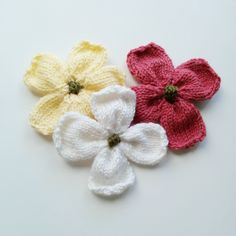 Knitted Dogwood Blossoms by Linda Thach, a free pattern. Great idea to reduce your leftover yarn stash and is great for brooches, additions to hats and scarves or use it in place of a bow on gift boxes! This one also includes a video tutorial.
