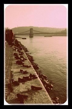 Cipők a Duna-parton..