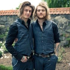 Danny Worsnop and Ben Bruce - Asking Alexandria I can't be the only one that think they look like they're posing for some engagement photo or something. Good Charlotte, Asking Alexandria, Diesel Punk, Psychobilly, My Chemical Romance, Music Is Life, My Music, Cameron Liddell, Rock And Roll