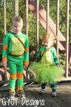 Sew your own easy Teenage Mutant Ninja Turtle costumes this Halloween with this free sewing tutorial for both boys and girly girls. Halloween Sewing, Pirate Halloween Costumes, Couple Halloween Costumes For Adults, Halloween Crafts, Holiday Crafts, Girl Group Costumes, Boy Costumes, Woman Costumes, Mermaid Costumes