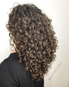 Do you like your wavy hair and do not change it for anything? But it's not always easy to put your curls in value … Need some hairstyle ideas to magnify your wavy hair? Curly Hair Tips, Long Layered Hair, Long Curly Hair, Curly Hair Styles, Curly Blonde, Curly Girl, Long Brunette, Brunette Hair, Summer Brunette