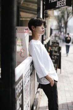 Ulzzang uploaded by 🌈 Lala_Lisa🌈 on We Heart It Korean Ulzzang, Ulzzang Boy, Cute Korean, Korean Men, Asian Boys, Asian Men, Beautiful Boys, Pretty Boys, Korea Boy