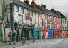 Paradise Row - colorful pubs in Kilkenny