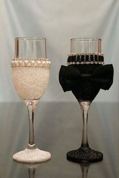 His And Her Glasses Wedding Decorations Ideas - Decorated wine glasses - Glitter Wine Glasses, Wedding Wine Glasses, Diy Wine Glasses, Decorated Wine Glasses, Painted Wine Glasses, Wedding Champagne Flutes, Wine Glass Crafts, Wine Bottle Crafts, Wedding Crafts