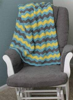 Ripple Baby Afghan Pattern | Such a lovely, classic baby blanket knitting pattern.