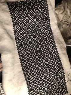 #svartsøm #blackwork #hardangerembroidery #hardangerbunad #diy Hardanger Embroidery, Embroidery Patterns, Blackwork, Sewing Projects, Cross Stitch, Textiles, Quilts, Inspiration, Embroidery Art