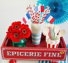 French Inspired Bastille Day Celebrations - party food, drinks, crafts and DIY decorations to inspired a french themed soiree! Photos Booth, Bastille Day, Adult Birthday Party, Party Food And Drinks, Cool Themes, Art Party, Paris, Party Printables, Party Themes