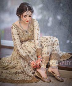 yess safina uska hi movie hw Pakistani Fancy Dresses, Bridal Mehndi Dresses, Nikkah Dress, Shadi Dresses, Pakistani Wedding Outfits, Bridal Dress Design, Wedding Dresses For Girls, Pakistani Wedding Dresses, Pakistani Dress Design