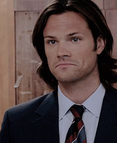 suit and tie. I love this picture of Jared. Supernatural Sam Winchester, Jared Padalecki Supernatural, Sam And Dean Winchester, Supernatural Fandom, Samuel Winchester, Jared And Jensen, Just Jared, Jensen Ackles, Gilmore Girls