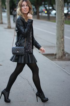 Christmas outfit by Mónica Sors http://mesvoyagesaparis.com/sequins-top-night-outfit-fashion-blogger-barcelona/