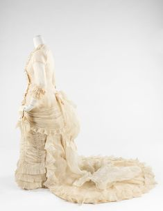 1880 Moyen Wedding Dress made from silk, cotton and leather 1880s Fashion, Victorian Fashion, Vintage Fashion, Old Dresses, Vintage Dresses, Vintage Outfits, Historical Costume, Historical Clothing, Historical Dress
