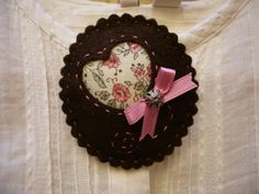 Brooch Cameo Victoria Felt Brown