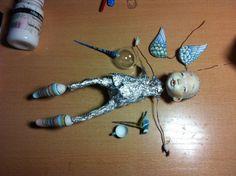 Привет! Я закончила очередного человечка-ангела. Его зовут Василий, точнее Васенька. Как всегда покажу много фото с этапами работы, начиная с эскиза. Материалы: - полимерная глина LaDoll - медная проволока - проскогубцы - туалетная и обычная бумага - фольга - шкурка 'нулевка' -стекло - для росписи: акварель, цветные карандаши, акрил, гуашь. -.текстиль: трикотаж, японский хлопок 1. Эскиз 2.Каркас.