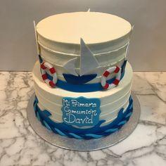 Tarta buttercream rayada con elementos marítimos. Cupcakes, Desserts, Food, Fondant Cakes, Lolly Cake, Candy Stations, Tailgate Desserts, Cupcake Cakes, Deserts